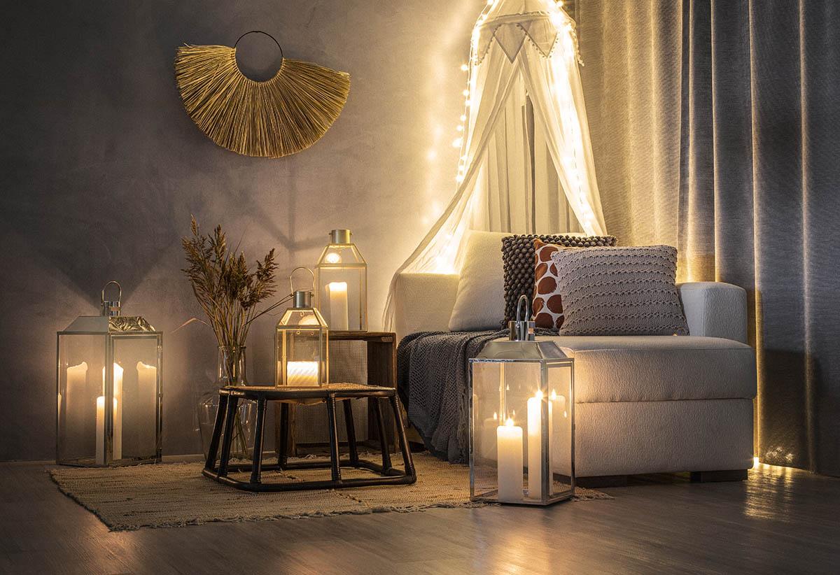 Säädettävät valosarjat tuovat valoa pimenevään syksyyn – luonnonläheiset värit sisustukseen