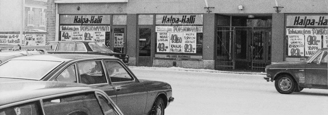 Halpa-Hallin ensimmäinen myymälä Kokkolassa Rantakadulla.