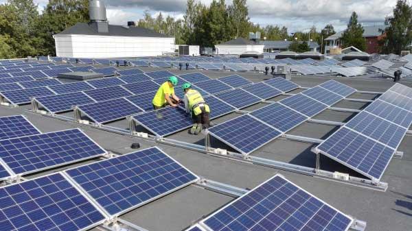 HalpaHalli investoi aurinkoenergiaan